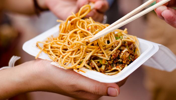 5-regole-per-proteggerti-dai-danni-street-food1