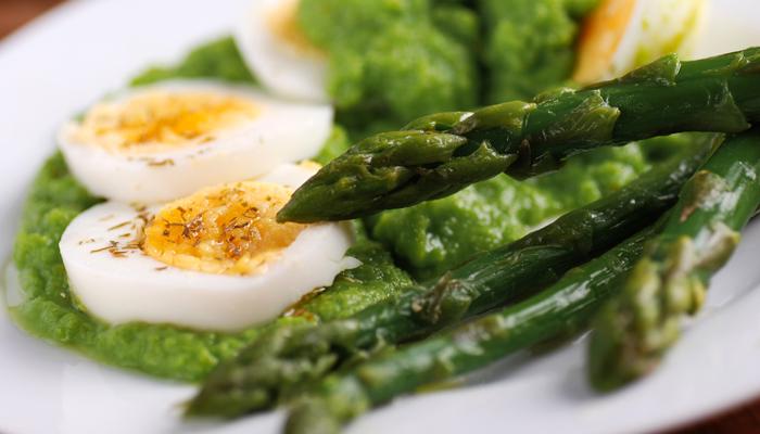 ricetta-uova-cotte-a-bassa-temperatura-con-crema-di-asparagi